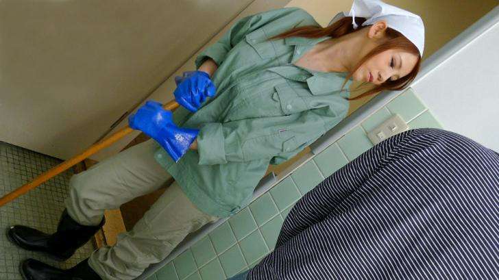 働く地方のお母さん~チンポも綺麗にしてくれる掃除婦~